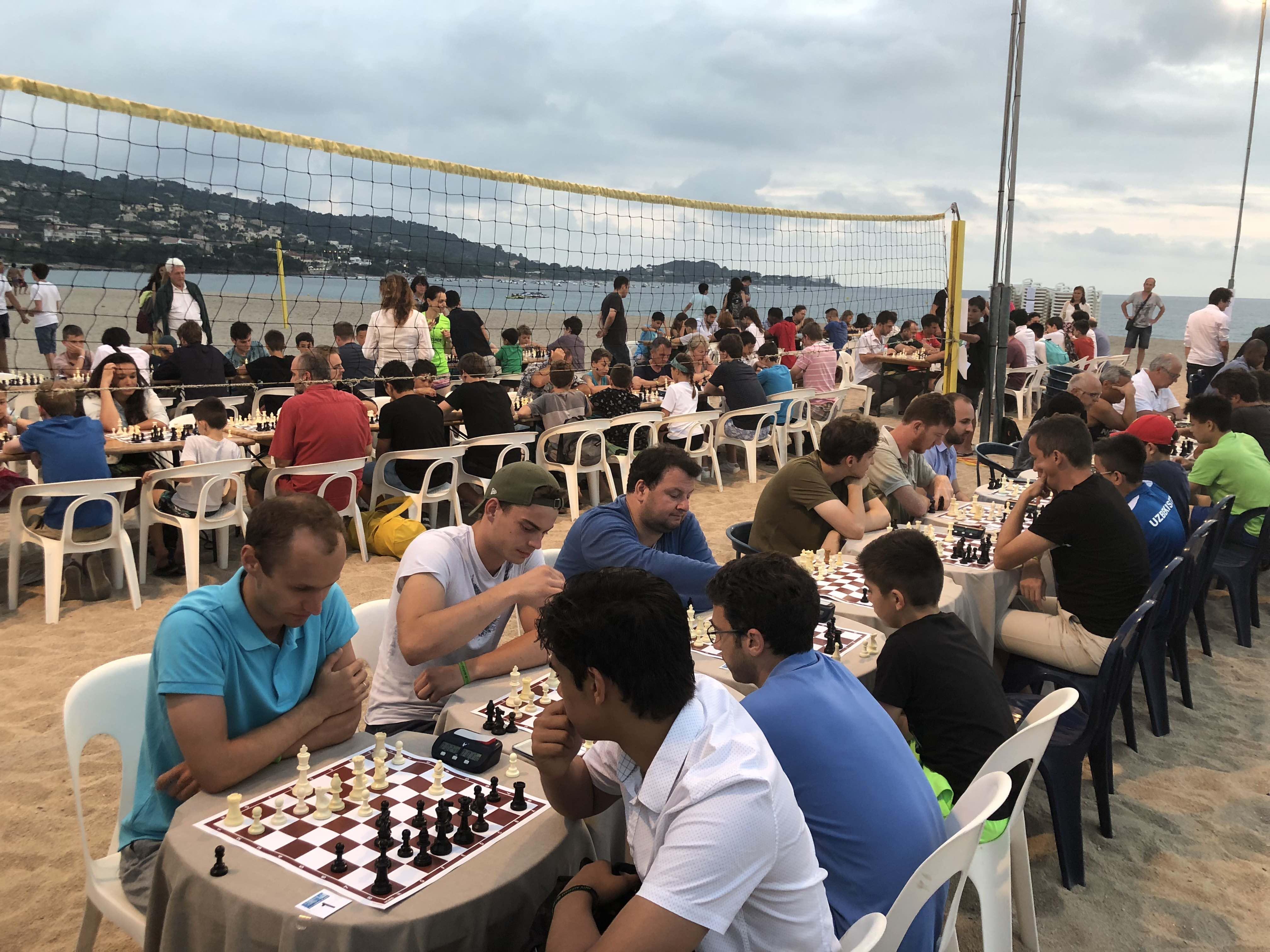 Le Blitz sur la plage de Purtichju, un tournoi magique remporté par le jeune indien Nihal Sarin