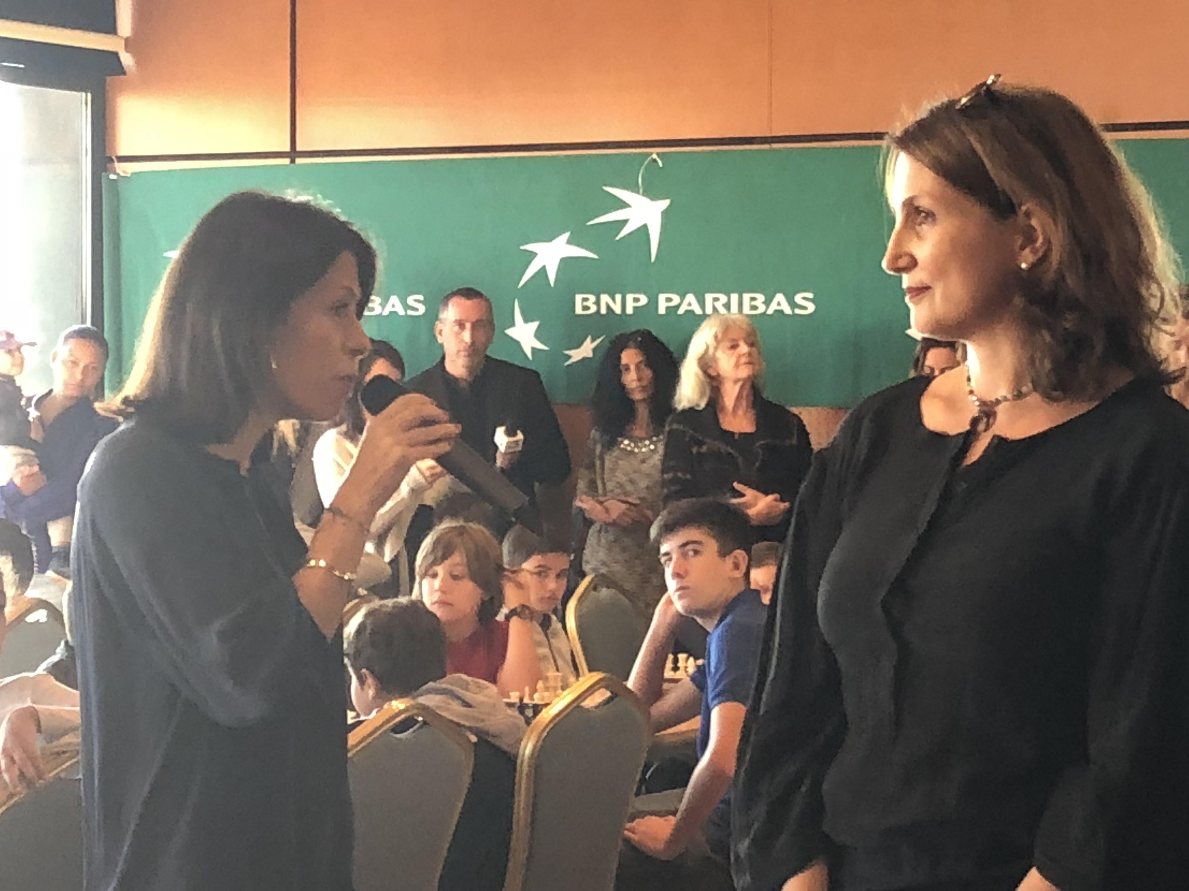 La rectrice, Mme Julie Benetti, lors du coup d'envoi du Trophée des jeunes Ajaccien