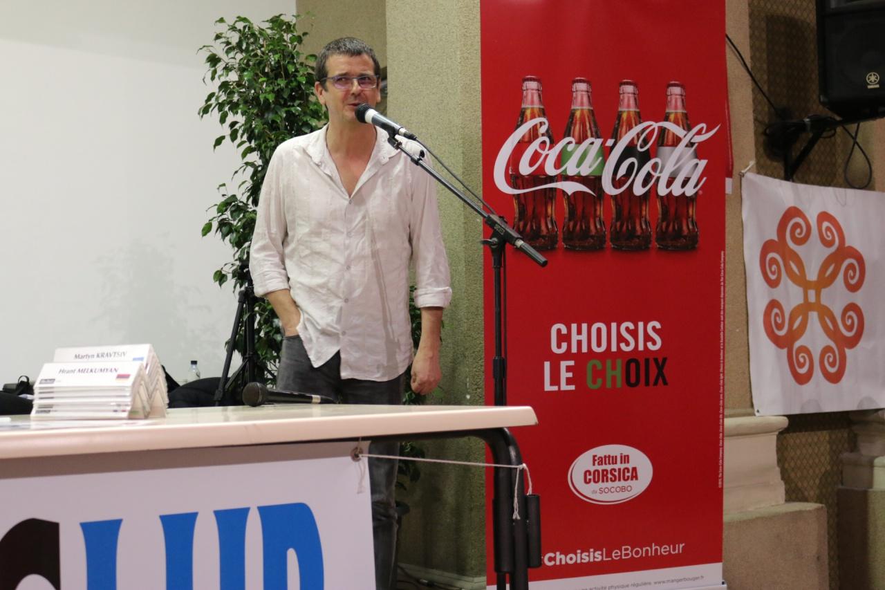 Le Président du Corsica Chess Club, le tonique Jean-Claude Morison, a donné le coup d'envoi du Blitz Coca Cola