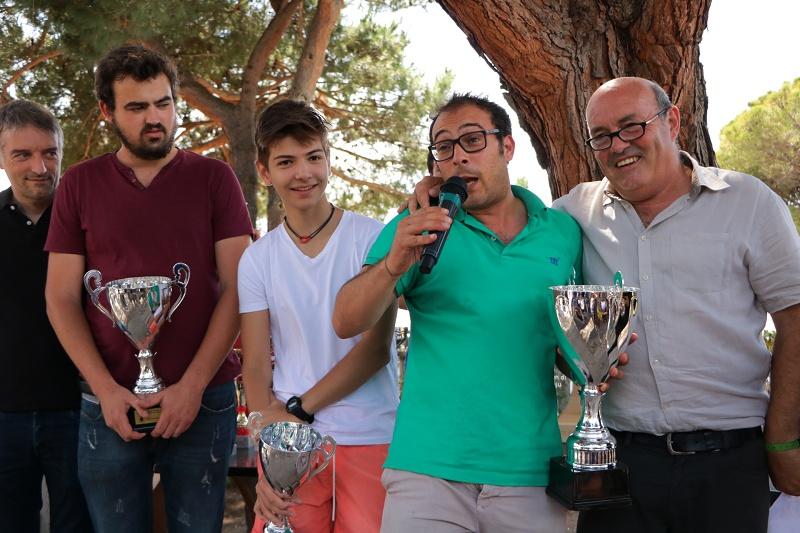 Le nouveau champion de Corse, le talentueux et imprévisible Pierluigi Piscopo entouré de ses dauphins et du Président de la Ligue