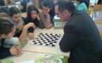 Des jeux d'échecs pour les enfants de l'école Marcellesi de Portivechju