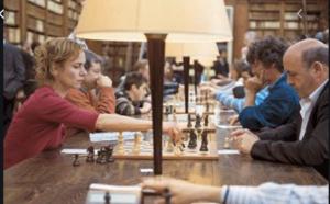Cette scène a été tournée dans le superbe environnement de la Bibliothèque municipale d'Aiacciu